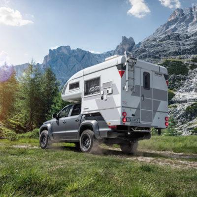 4x4 camper 4 persoons offroad rijden in berglandschap