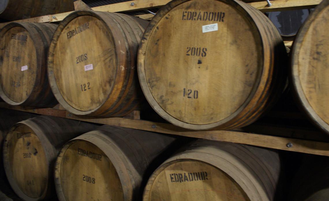 Houten Whisky vaten bij Schotse Whisky Stokerij