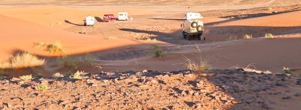 Rijden-met-camper-in-woestijn