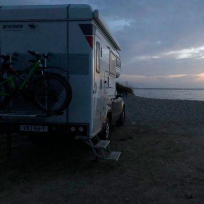 4x4 camper op het strand