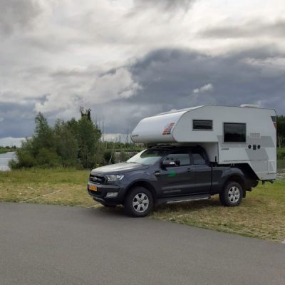 4x4 camper op natuur camping