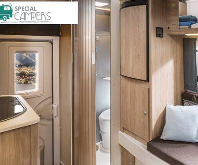 Binnenzijde met badkamer in 4x4 camper