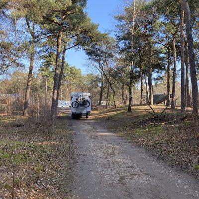 4x4 camper in het bos in brabant