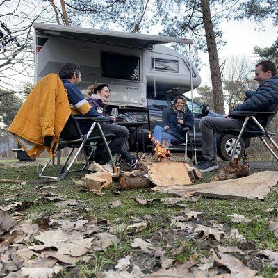 genieten op de camping in het bos 4x4 camper